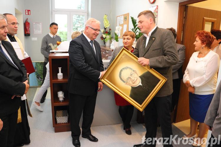 Wręczenie obrazu przedstawiającego ks. Bronisław Markiewicza