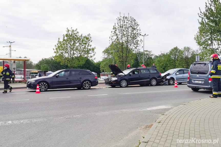 Kolizja trzech samochodów na Niepodległości w Krośnie