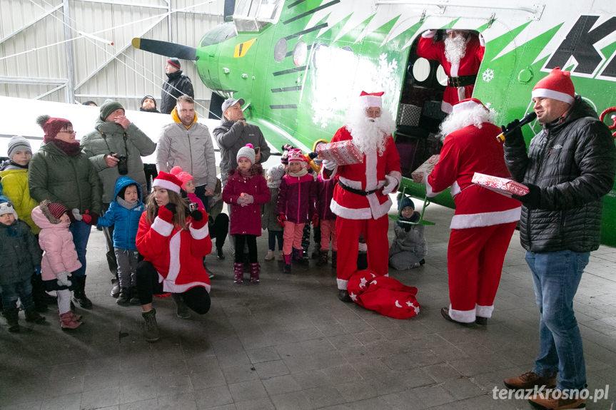 Mikołaje na lotnisku
