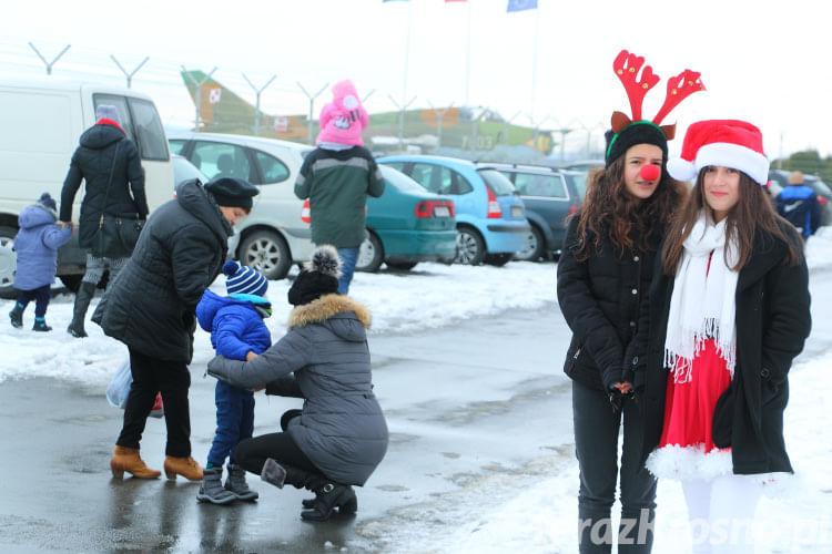 Mikołaj na lotnisku w Krośnie