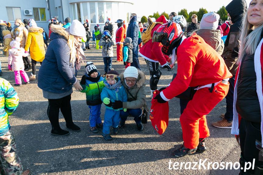 Mikołaje na lotnisku w Krośnie
