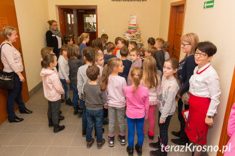 Mikołajkowe Czytanie Dzieciom w PBW Krosno