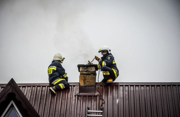 Mszana. Pożar sadzy w kominie