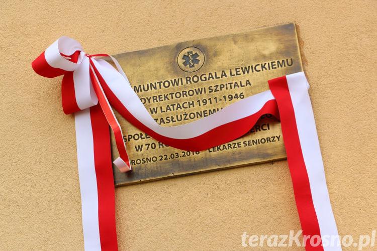 Odsłonięcie tablicy dr Zygmunta Rogali Lewickiego
