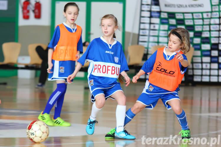Pokazowy mecz dziewcząt ze szkółki piłkarskiej Beniaminek Krosno