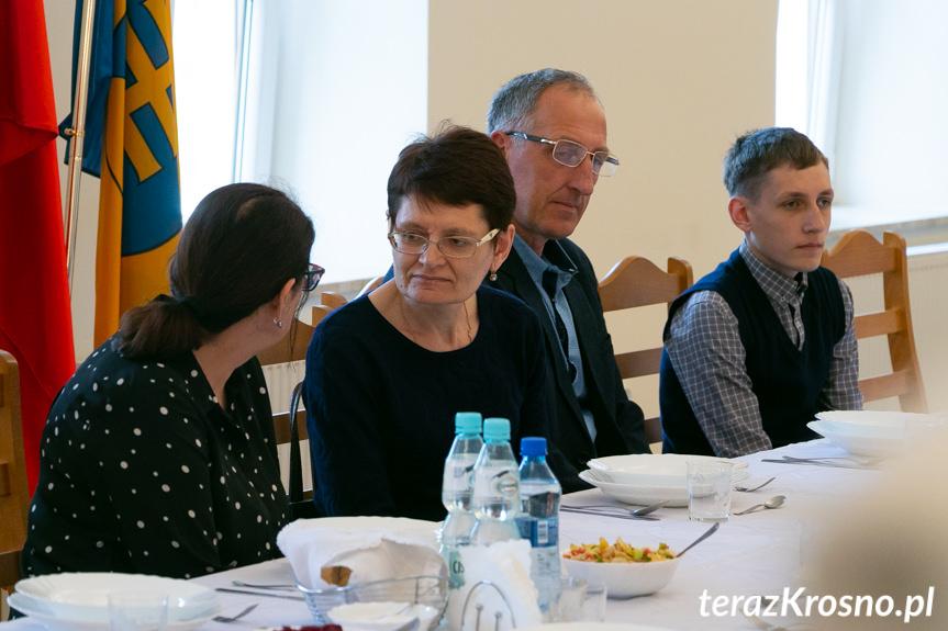 Powitanie rodziny z Kazachstanu w gminie Wojaszówka