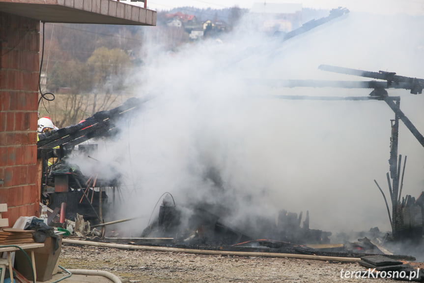 Pożar drewnianego budynku w Iskrzyni