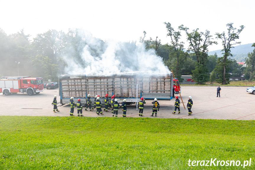 Pożar naczepy z węglem drzewnym