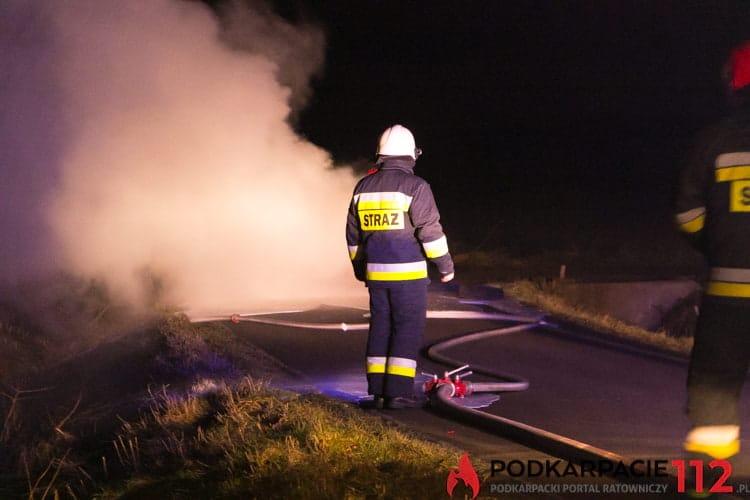 Pożar samochodu w Zręcinie