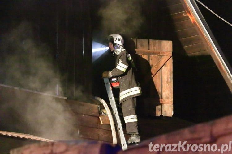 Pożar w drewnianym domu