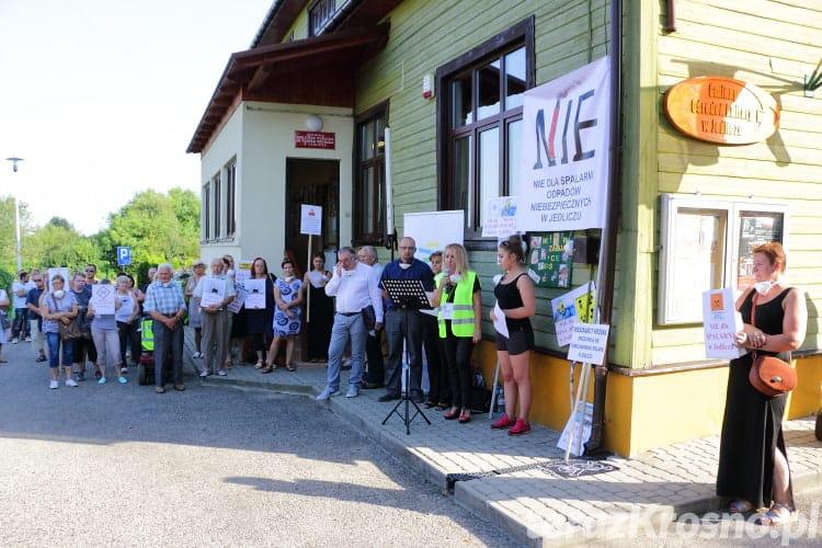 Protest przeciwko rozbudowie spalarni w Jedliczu