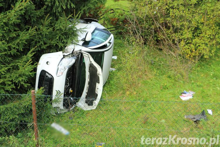 Samochód wypadek z drogi