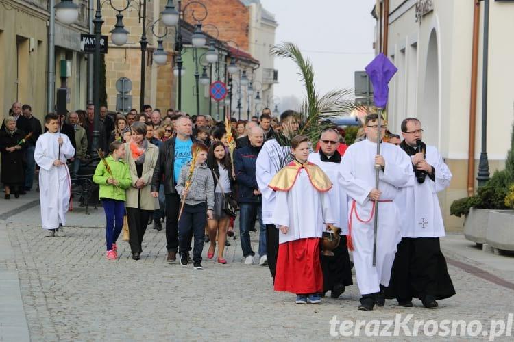 Święcenie palm wielkanocnych na rynku w Krośnie