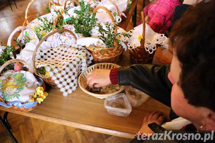 Święcenie pokarmów wielkanocnych w Świerzowej Polskiej