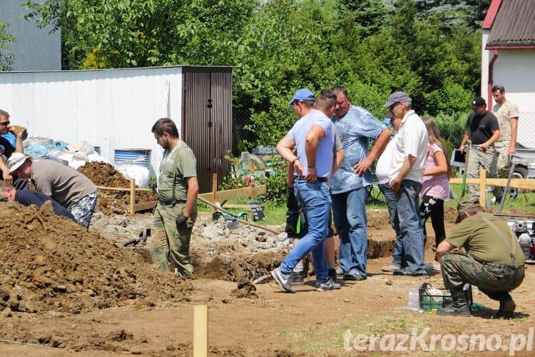 Wydobywanie szczątków samolotu w Świerzowej Polskiej