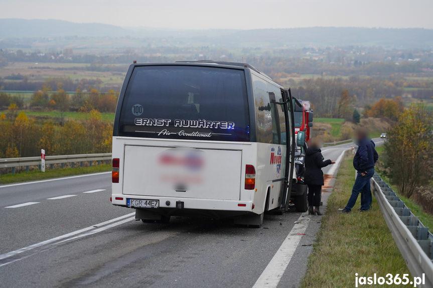 Wypadek w Warzycach na DW988