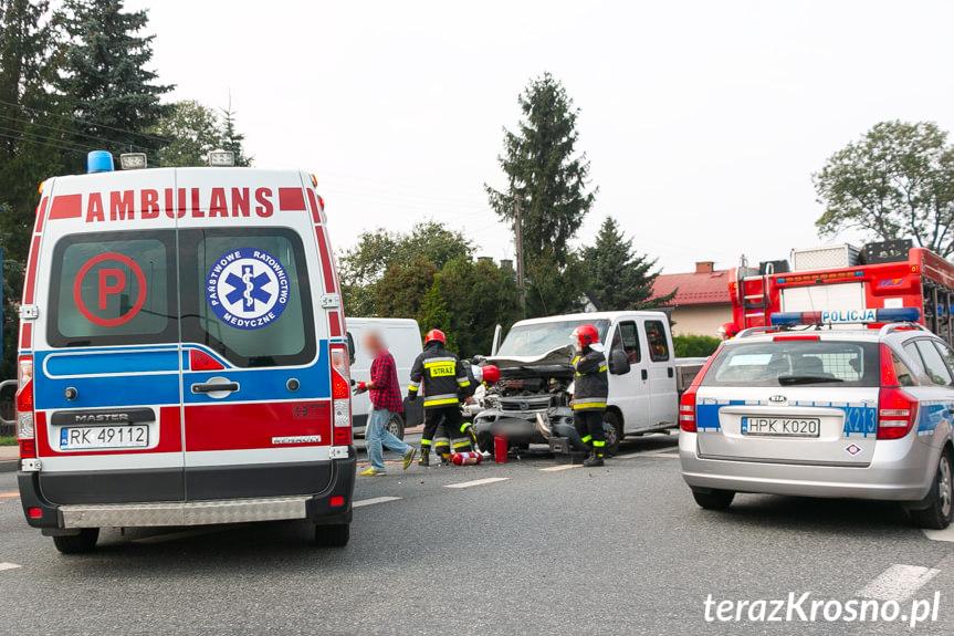 Zderzenie dwóch samochodów na skrzyżowaniu w Krośnie
