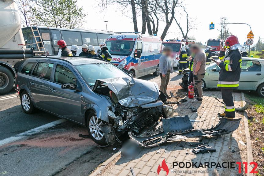 Zderzenie fiata i opla w Klimkówce