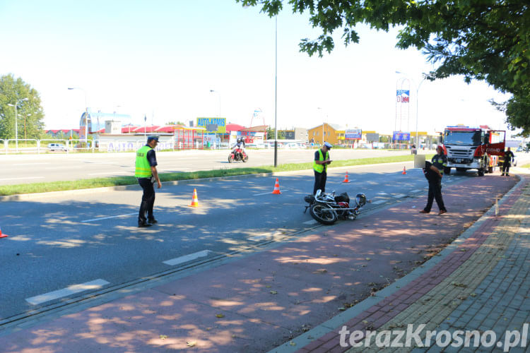 Zderzenie motocyklisty i samochodu osobowego w Krośnie
