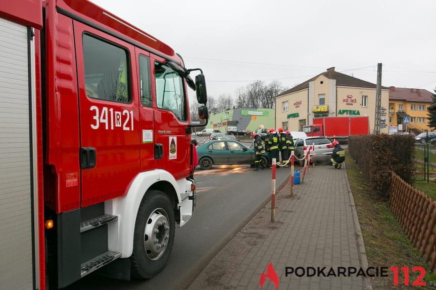 Zderzenie samochodów w Zręcinie