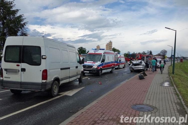 Zderzenie trzech samochodów na ul. Zręcińskiej