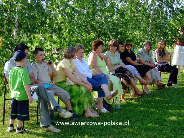 Festyn obok Gimnazjum w Świerzowej Polskiej