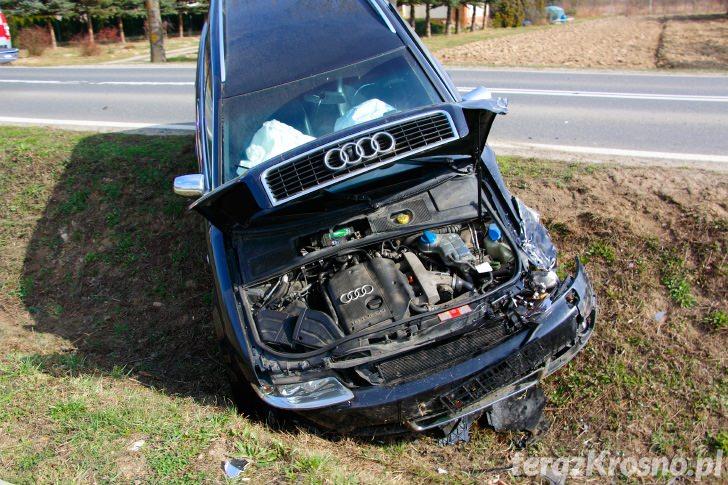 Zderzenie dwóch samochodów w Bajdach