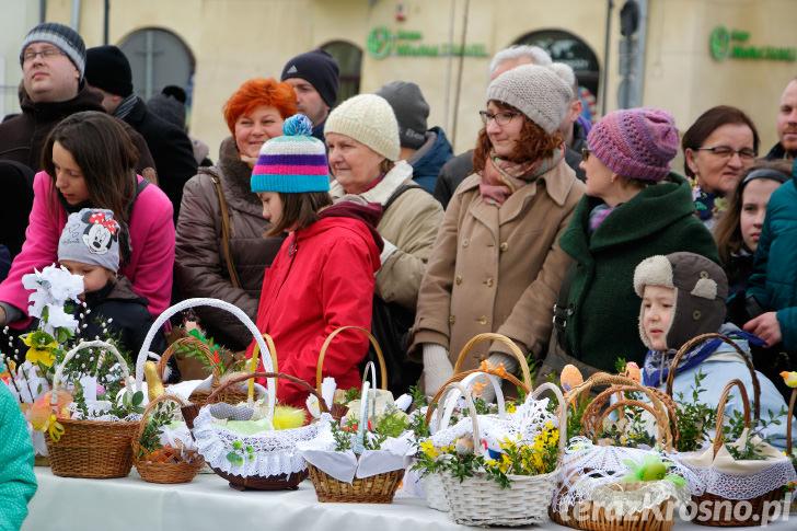 Święcenie pokarmów na Rynku w Krośnie