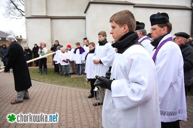 Koniec misji parafialnych - postawienie krzyża misyjnego
