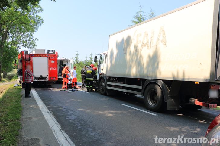 Wypadek w Moderówce, ciężarówka zmiażdżyła Fiata