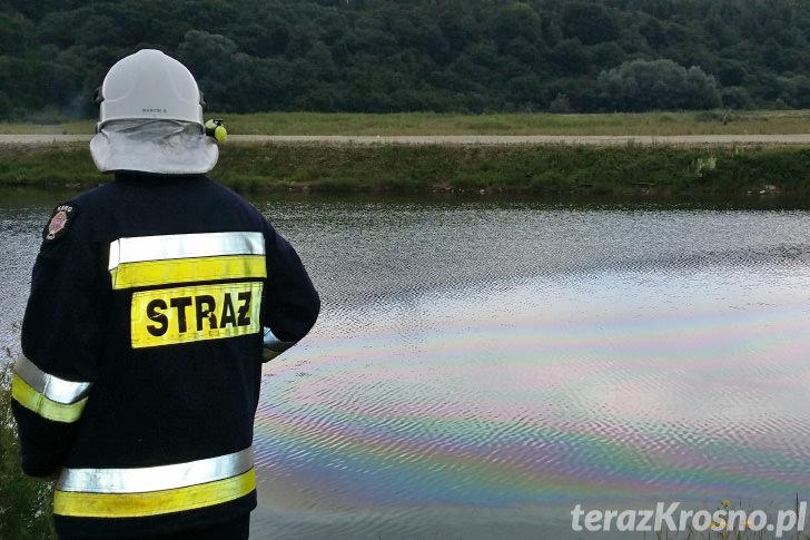 Opel wjechał do zbiornika wodnego w Trzcianie