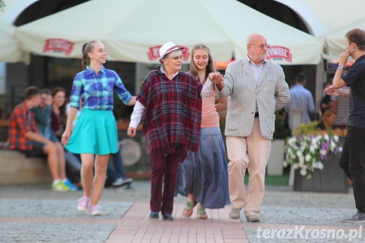 Roztańczone Krosno - Krosno tańczy poloneza na Rynku