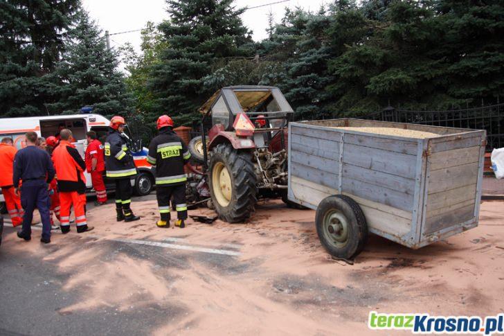 Zderzenie samochodu dostawczego z ciągnikiem