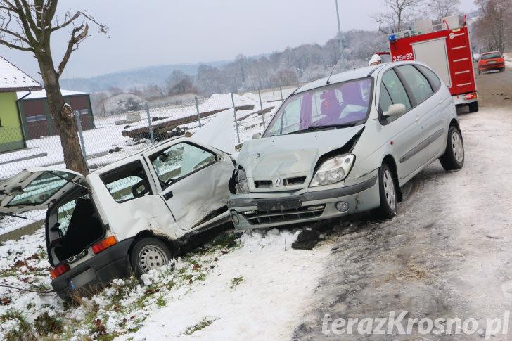 Zderzenie dwóch samochodów w Bratkówce