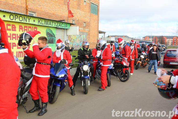 Mikołaje rozdawali prezenty na krośnieńskim lotnisku
