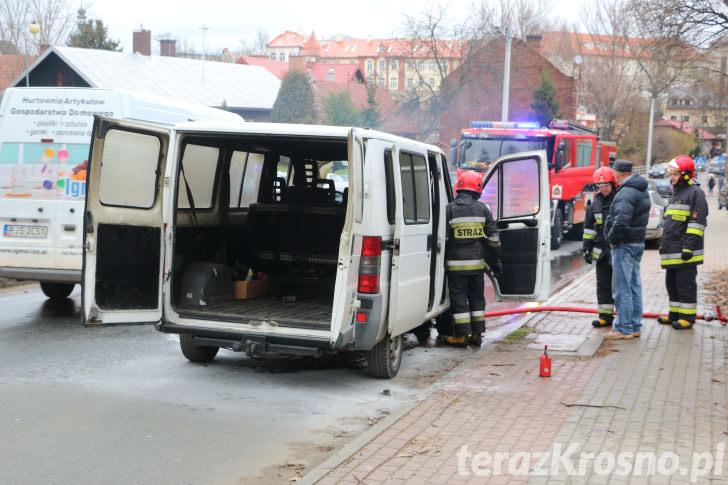 Pożar samochodu na ul. Czajkowskiego w Krośnie